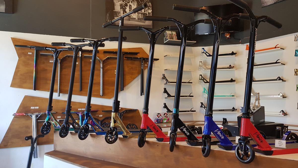authentique scooter shop magasin de trottinettes lyon mcalyon. Black Bedroom Furniture Sets. Home Design Ideas